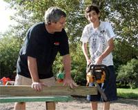 Американский подросток построил детскую площадку