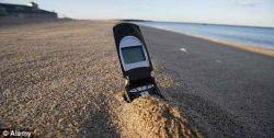 В мобильный телефон попал песок